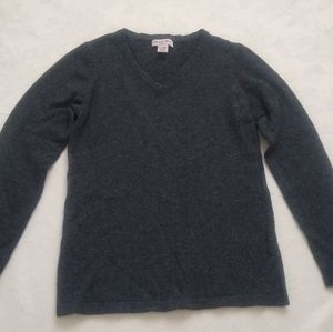 100% cashmere relaxed v-neck sweater